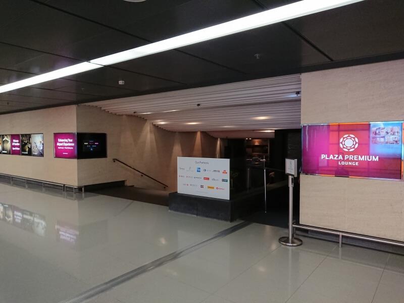 香港空港 到着時に利用可能でシャワーもあるPlaza Premium Lounge